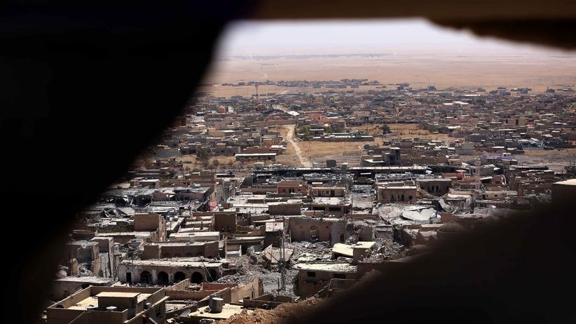 """IDie Miliz """"Islamischer Staat"""" hat weite Teile Syriens und Teile im Nordirak, wie hier nahe der Stadt Sinjar, unter ihre Kontrolle gebracht."""