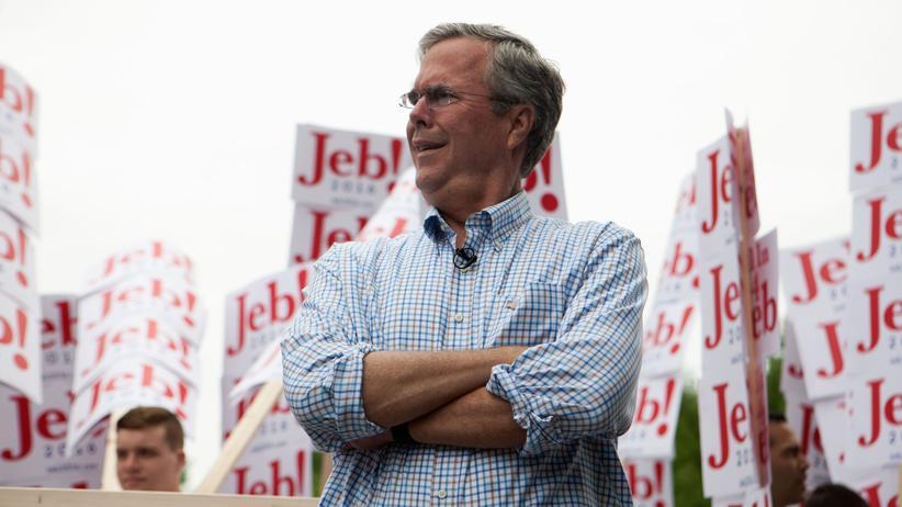 US-Wahlkampf: Jeb Bush, Bruder von George W. Bush und Anwärter auf die republikanische Präsidentschaftskandidatur, bei der Parade am 4. Juli in Amherst, New Hampshire