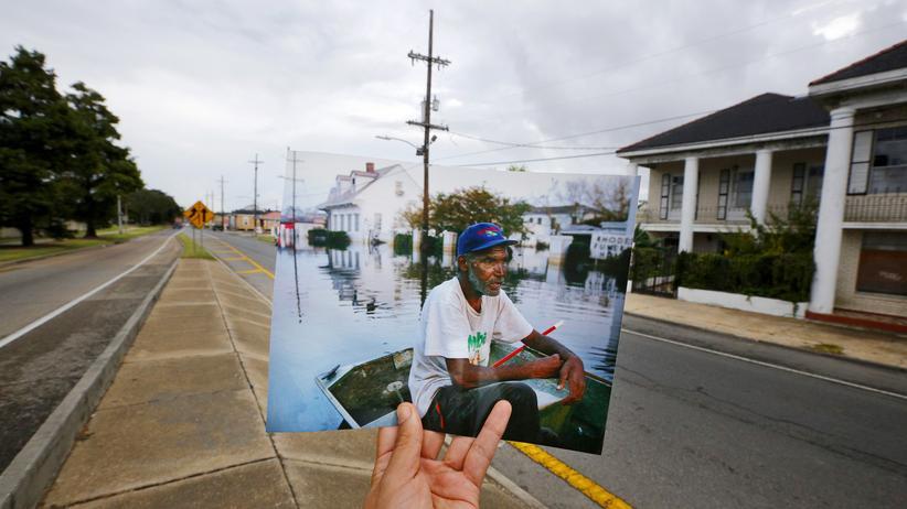 Hurrikan Katrina: Zeitsprung: Der Fotograf Carlos Barria zeigt ein Bild, dass er vor zehn Jahren an dieser Stelle in New Orleans machte.