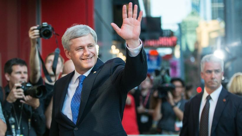 Kanadas Premierminister Harper vor seinen Anhängern zum Wahlkampfauftakt in Toronto