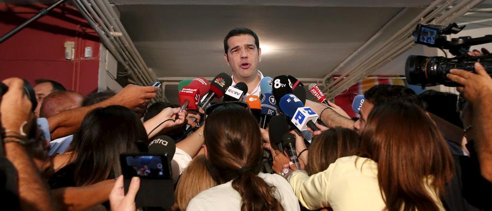 Alexis Tsipras vor Journalisten, nach der Abgabe seines Stimmzettels in Athen