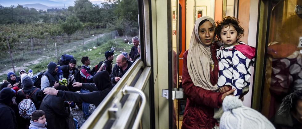 Asylsuchende im Zug Richtung Serbien