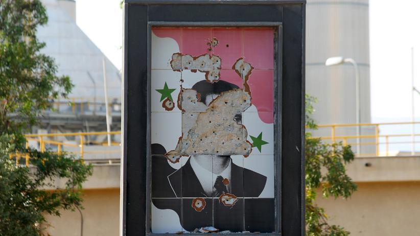 Syrien: Beschädigtes Assad-Porträt in Hama, Syrien
