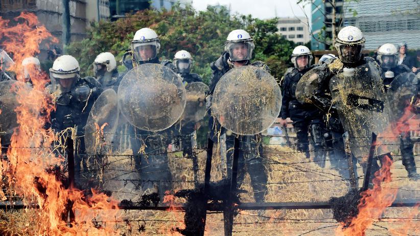 Milchpreis: Polizisten in Brüssel nach Zusammenstößen mit Bauern