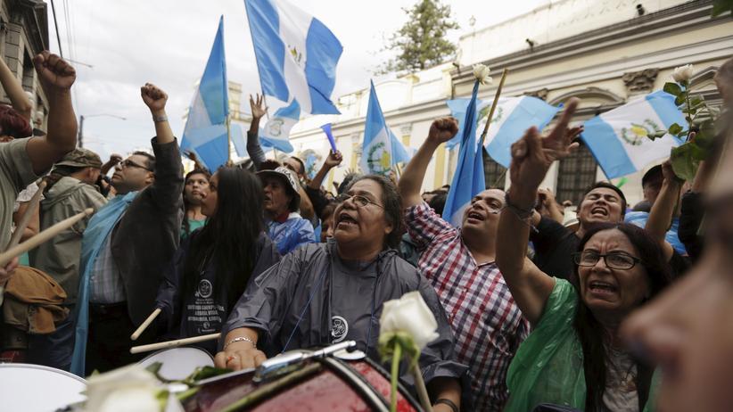 Bereits als die Immunität von Präsident Otto Pérez aufgehoben wurde, feierten die Demonstranten.