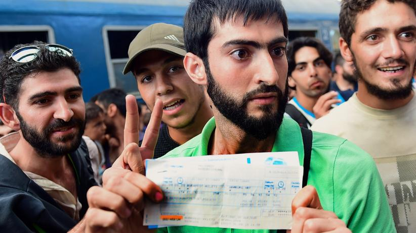 Politik, Flüchtlinge im Budapester Ostbahnhof, Asyl, Bahnhof, Familie, Flüchtling, Migration, Ungarn