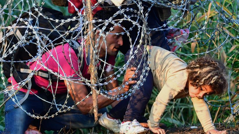 Flüchtlinge: Flüchtlinge an der Grenze zwischen Ungarn und Serbien