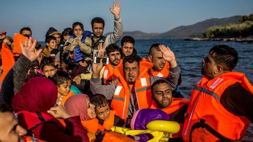 Flüchtlinge: Flüchtlinge kommen auf der griechischen Insel Lesbos an, nachdem sie die Ägäis durchquert haben. (Bild vom 3. Oktober)