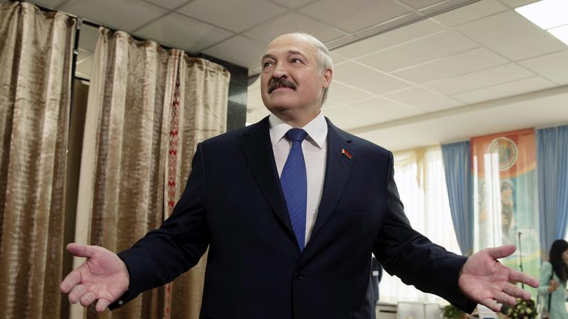 Belarus: Belarus' President Alexander Lukashenko, reacts after he casted his ballot during a presidential election at a polling station in Minsk, Belarus, October 11, 2015.