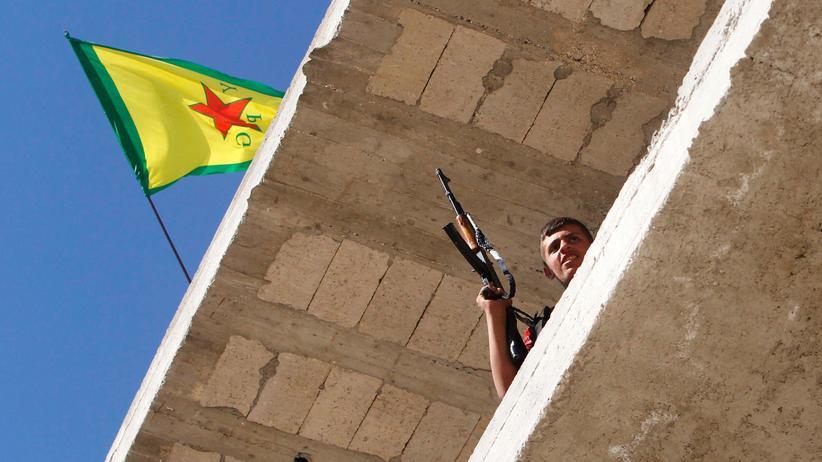 Ein kurdischer Kämpfer der PYD in der syrischen Hauptstadt Aleppo