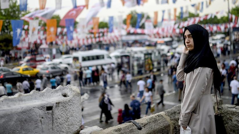 Türkei: Eine junge Frau in Istanbul