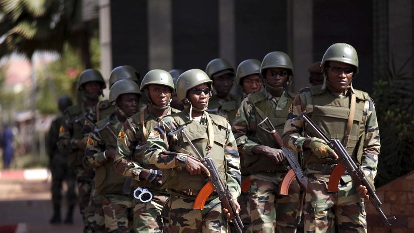 Sicherheitskräfte in Mali haben zwei Terrorverdächtige gefasst.