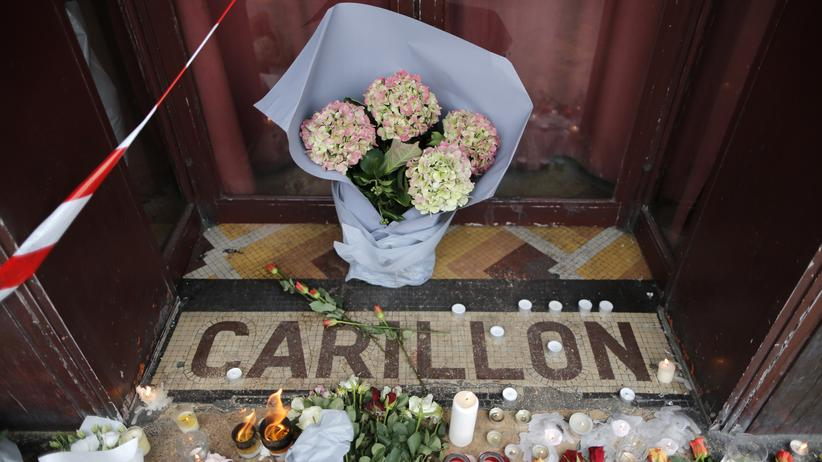Terrorismus: Eingang des Restaurants Le Carillon in Paris