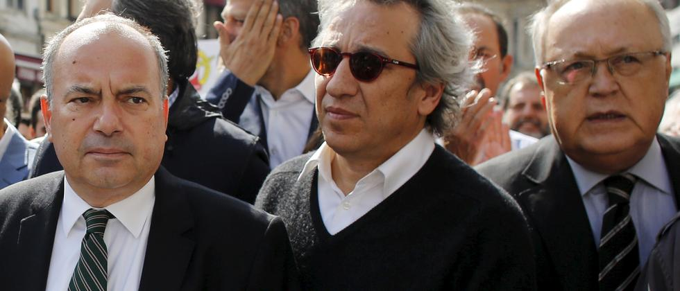 Can Dündar, Chefredakteur der Cumhuriyet, muss in Haft.