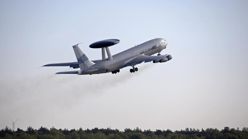 Ein Luftaufklärer der Nato hebt vom Stützpunkt in Geilenkirchen ab.