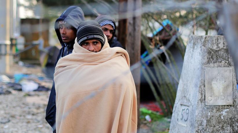 Flüchtlinge: Eingeklemmt zwischen Ackerland und Schienen