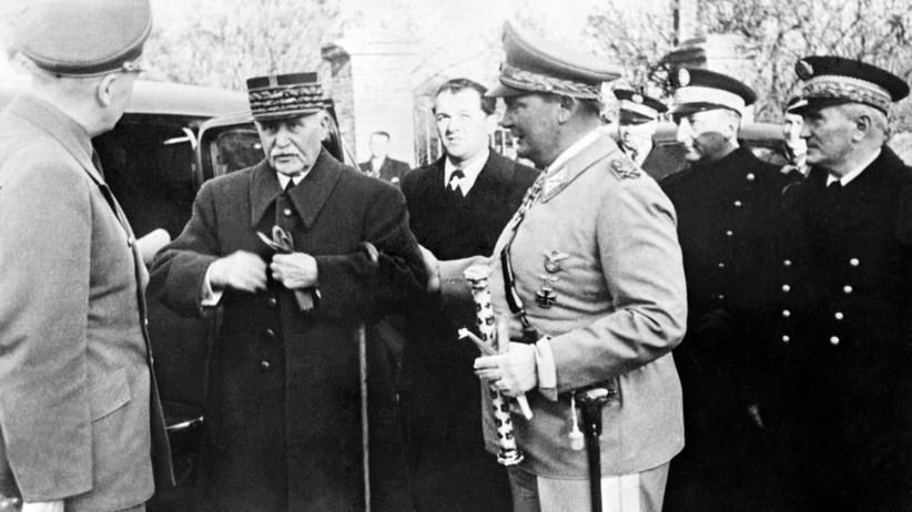 Marschall Philippe Pétain mit Generälen in Vichy: Frankreich öffnet bisher geheime Archive.