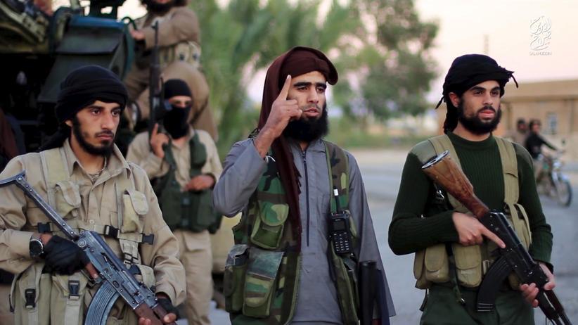 Kämpfer des IS in einem von der Terrormiliz nach den Anschlägen von Paris im Internet verbreiteten Propaganda-Video