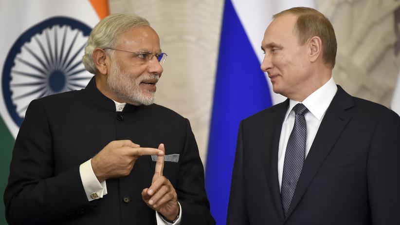Der indische Ministerpräsident Narendra Modi und der russische Präsident Wladimir Putin bei ihrem Treffen im Kreml in Moskau