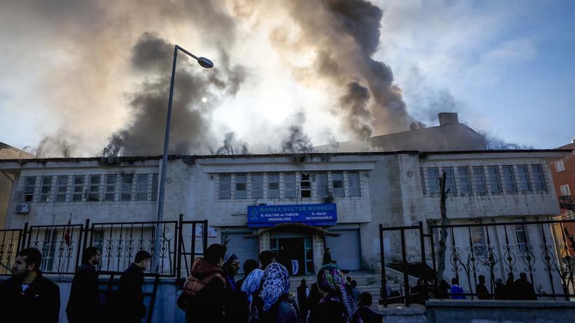 Rauch über der Provinz Sirnak, nachdem Anhänger der PKK einen Anschlag verübt haben.