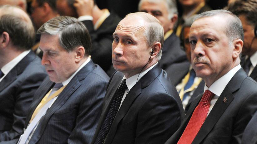 Jet-Abschuss: Vor Jahresfrist saßen sie noch beisammen: Putin (l.) und Erdoğan im Dezember 2014 gemeinsam auf einer Veranstaltung in Ankara.