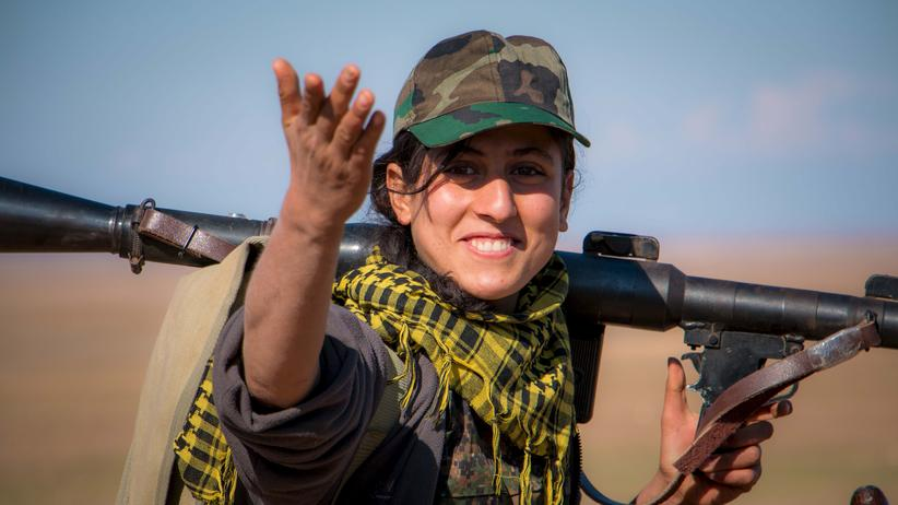 Eine Kämpferin der kurdischen Volksverteidigungseinheiten (YPG)