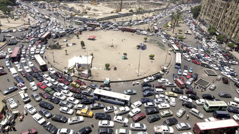 Stau am Tahrir-Platz in Kairo