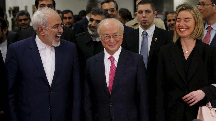 Atomabkommen: Der iranische Außenminister Mohammad Javad Zarif, der Generalsekretär der Atomenergiebehörde IAEA Yukiya Amano und die EU-Außenbeauftragte Federica Mogherini (von links) beim Treffen in Wien