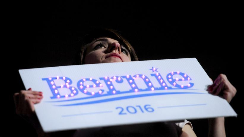 Bernie Sanders: Eine Anhängerin von Bernie Sanders beim Auftritt des Kandidaten in Cedar Falls, Iowa