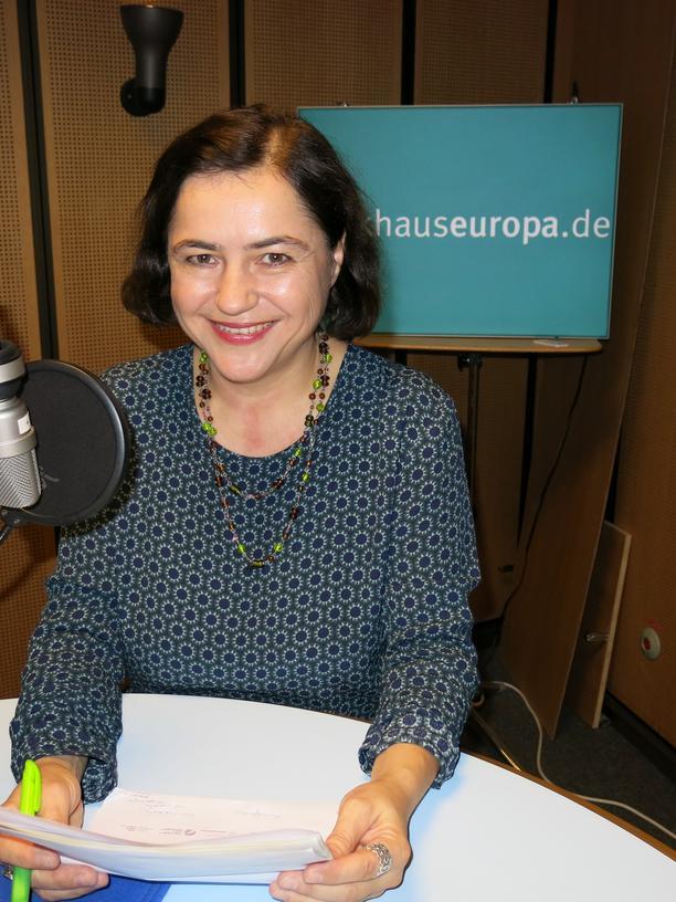Brygida Helbig (Prof. Dr. Brigitta Helbig-Mischewski), deutsch-polnische Schriftstellerin, Literaturwissenschaftlerin, lebt in Berlin.