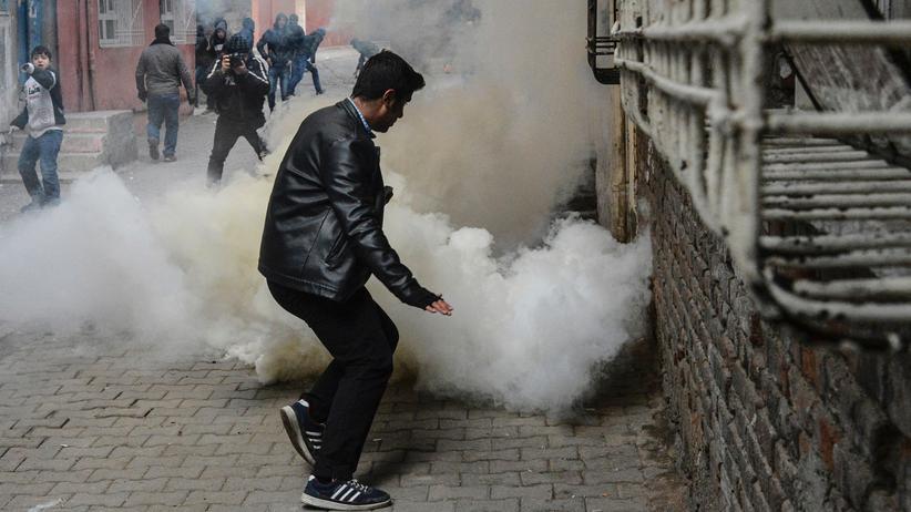 Türkei: Auch in Diyarbakır kam es am Sonntag zu Auseinandersetzungen zwischen Regierungstruppen und pro-kurdischen Demonstranten.
