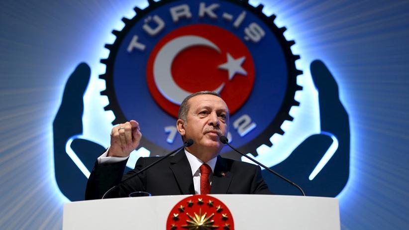 Türkischer Präsident: Staatschef Recep Tayyip Erdoğan auf einer Veranstaltung des Dachverbandes der türkischen Industriegewerkschaften Türk-IS