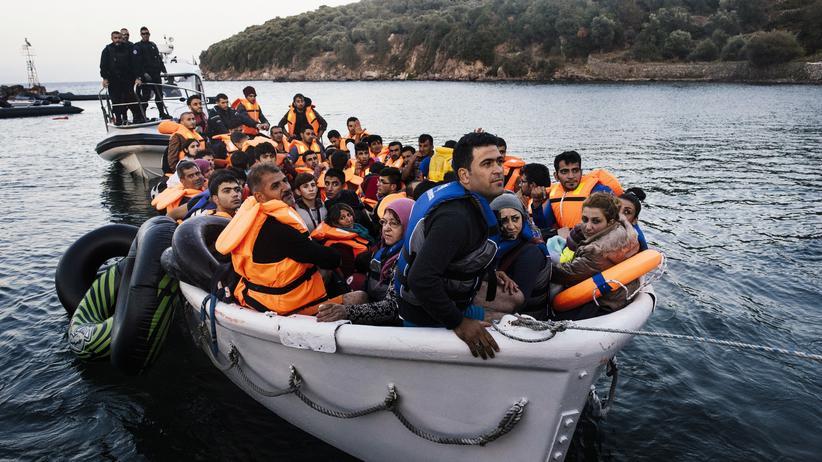 Schengen-Abkommen: Flüchtlinge und Frontex-Mitarbeiter nahe der griechischen Insel Lesbos