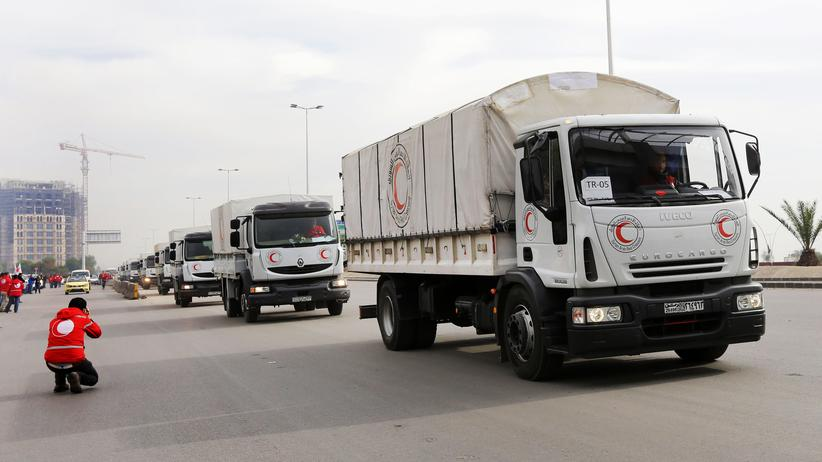 Syrien: Fahrzeuge mit Hilfslieferungen beim Verlassen der syrischen Hauptstadt Damaskus