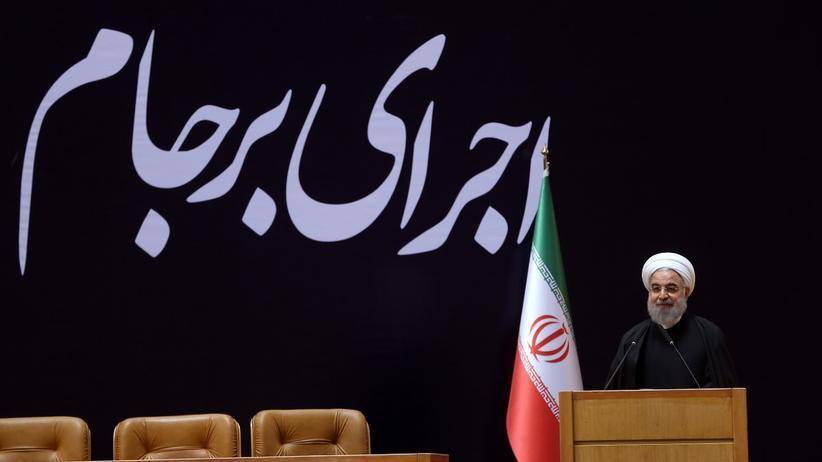 Atomabkommen mit Iran: Der iranische Präsident Hassan Ruhani bei einer Konferenz in Teheran zur Umsetzung des Atomabkommens