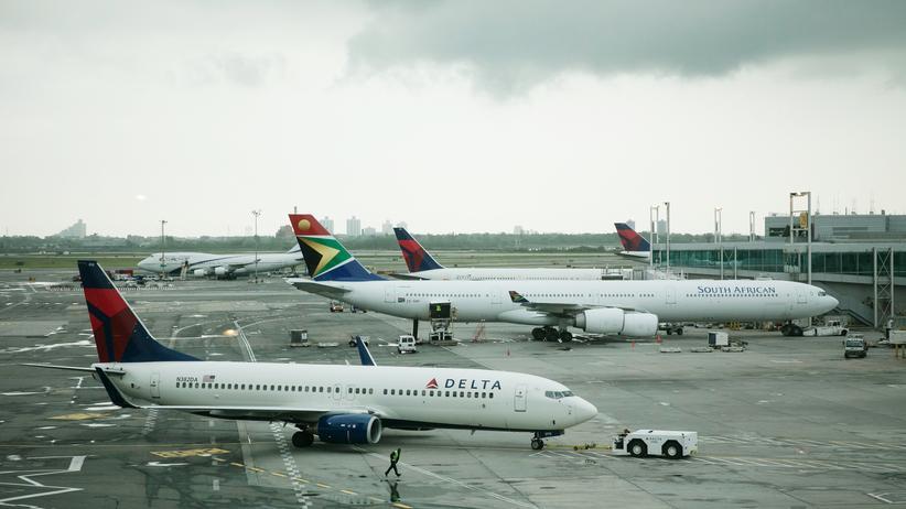 Terrorismus: Ein Flugzeug von Delta Airlines am New Yorker JFK Flughafen