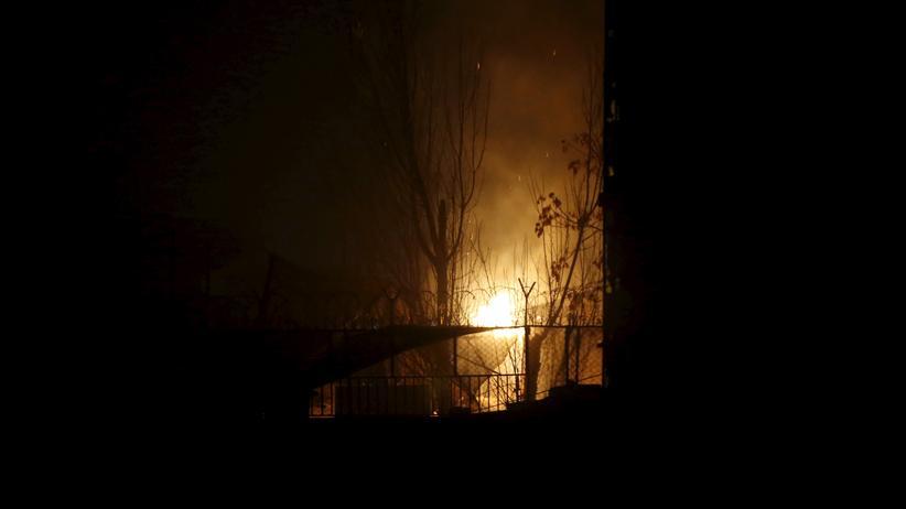 Afghanistan: Das Restaurant Le Jardin in Kabul steht nach einem Angriff in Flammen.