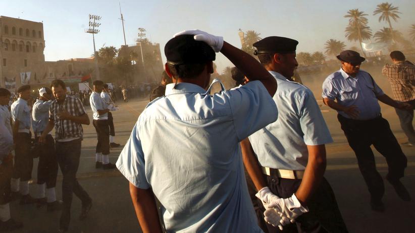Polizisten bei ihrer Abschlusszeremonie in der libyschen Hauptstadt Tripolis (Archiv)