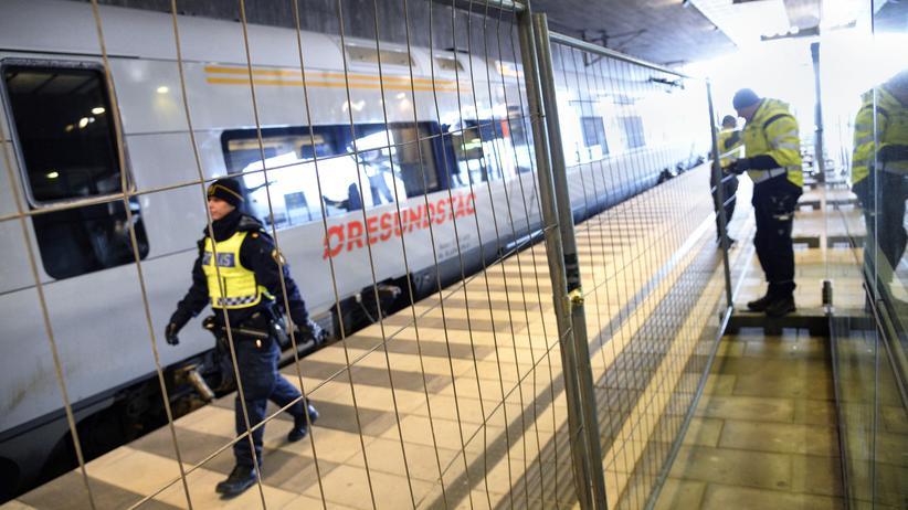 Flüchtlingspolitik: Ein Zaun trennt internationale und nationale Gleise im Bahnhof von Malmö.