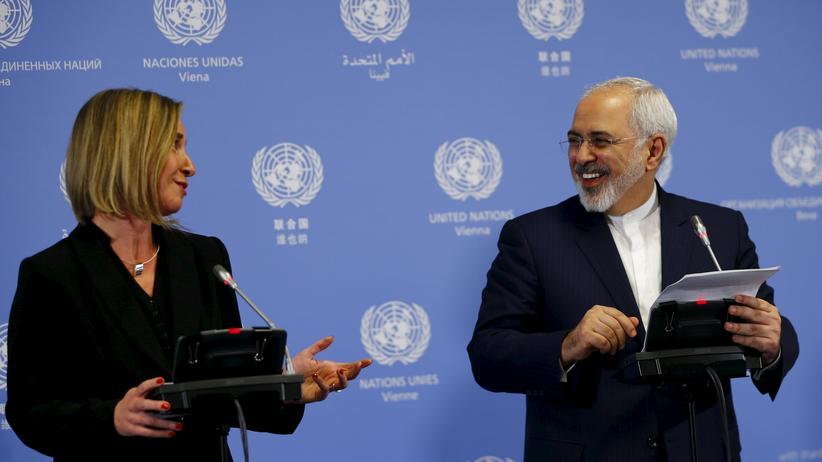 Atomabkommen: Die Hohe Vertreterin der EU für Außen- und Sicherheitspolitik, Federica Mogherini, und Irans Außenminister Mohammed Dschawad Sarif geben im UN-Gebäude in Wien eine Pressekonferenz.