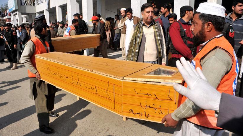 Terrorismus: Rettungskräfte an der angegriffenen Universität in Peshawar
