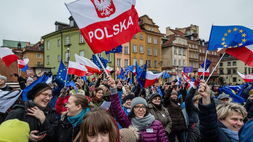 Polen: Protest gegen das neue polnische Mediengesetz in Warschau