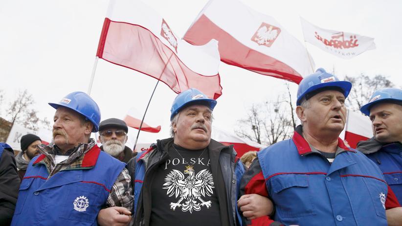 Deutsch-polnisches Verhältnis: Dezember 2015: Demonstration für die PIS-Regierung in Warschau.