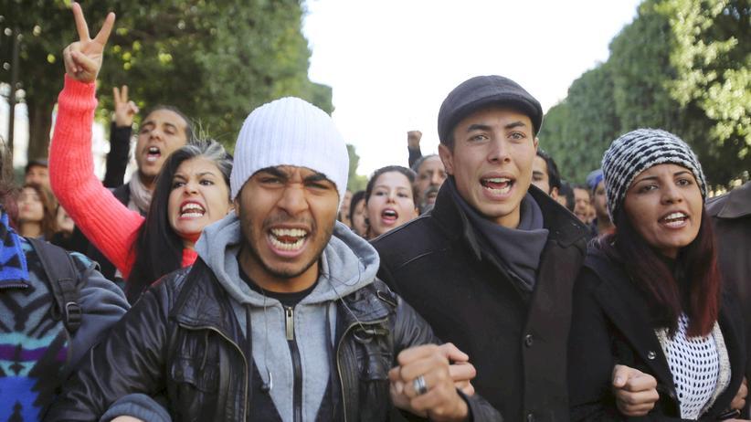 Tunis: Demonstranten protestieren in der tunesischen Hauptstadt Tunis gegen die schlechten Jobaussichten im Land.