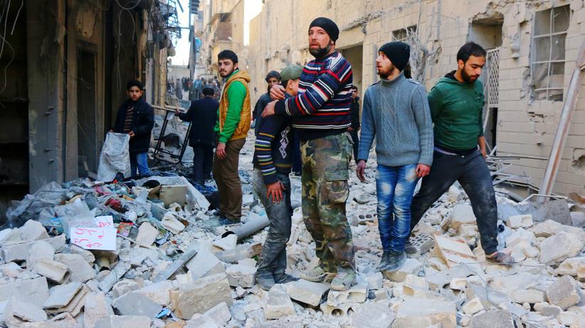 Milliardenhilfe: Bewohner von Aleppo nach einem Luftangriff am 4. Februar 2016