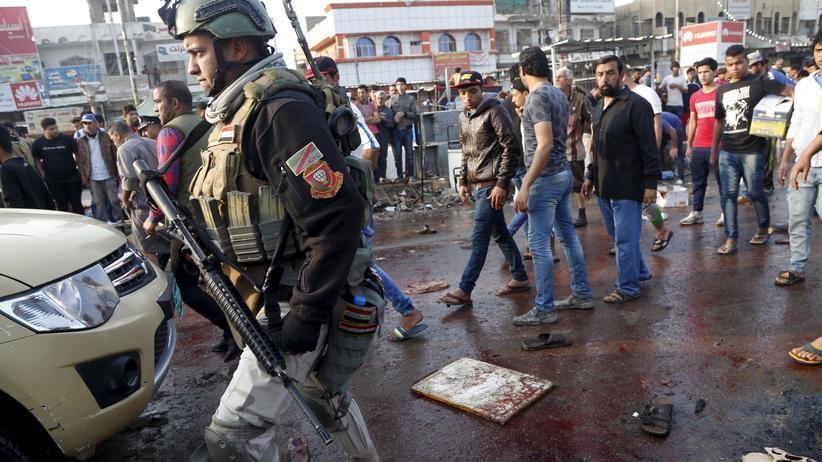 Soldaten am Ort des Anschlags in Bagdad