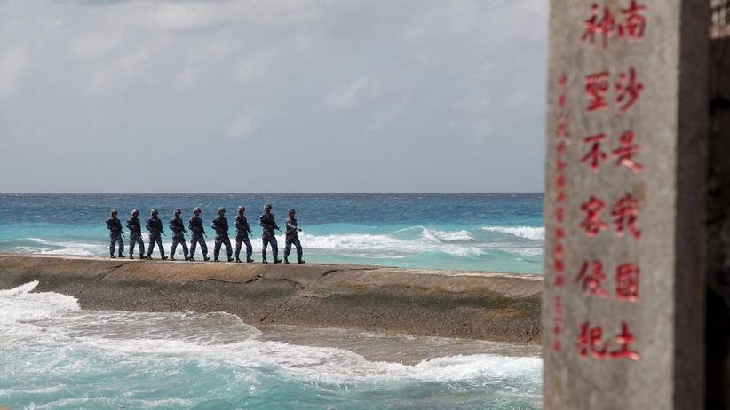 Chinesische Soldaten auf einer Nachbarinsel der Woody-Insel, auf die China ebenfalls Gebietsansprüche erhebt.