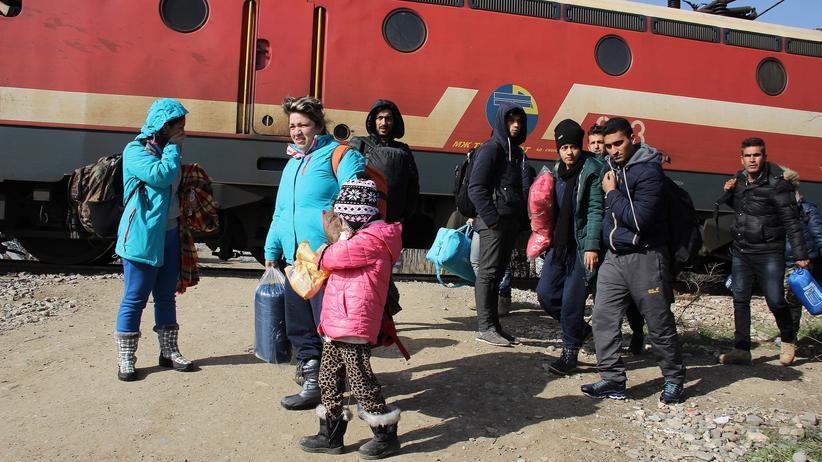 Flüchtlingspolitik: Flüchtlinge an der mazedonisch-serbischen Grenze