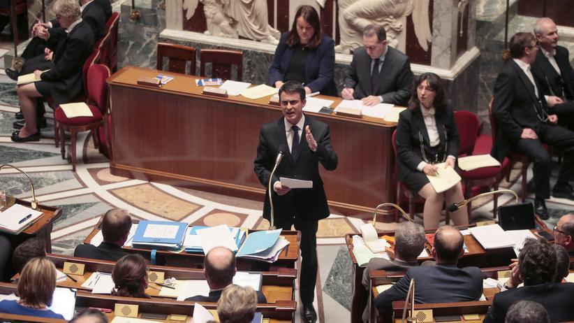 Der französische Premierminister Manuel Valls spricht vor der Nationalversammlung in Paris.
