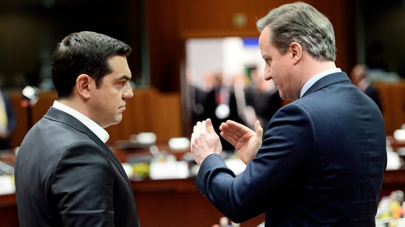 EU-Gipfel: EU-Verhandlungen in Brüssel: Griechenlands Premier Tsipras im Gespräch mit seinem britischen Amtskollegen Cameron